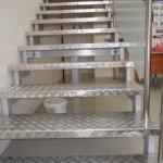 Лестницы на косоурах: фото 22