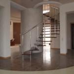 Лестницы на больцах: фото 19
