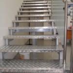 Лестницы на косоурах: фото 23