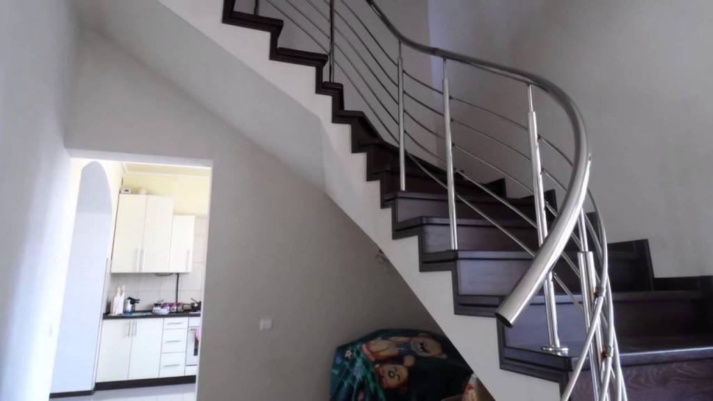 Поручень винтовой Ø 51нерж. полированн. для лестниц